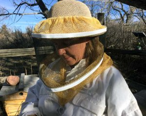 Beekeeping_Gear_Protective_Gear_Helmet_and_Veil